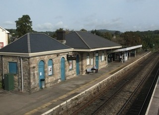 1200px-2017_at_Chepstow_station_-_platform_2_from_south.JPG